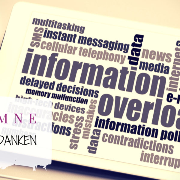 Titelbild Message Overload - Tablet with lots of phrases